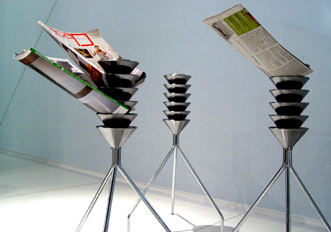 Omero – Starship Magazine Holder by Gomez Paz