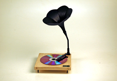 Phonograph CD Player by Yong Jieyu & Ama Xue Hong Bin
