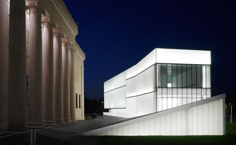 Extension of Nelson-Atkins Museum of Art by Steve Holl