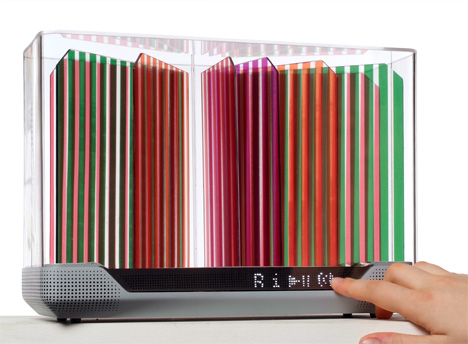 Hélio DAB Radio With Color Solar Panels by Léa Longis