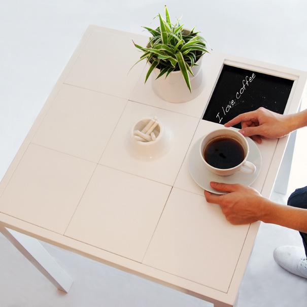 Communicative Coffee Table by Di Wu