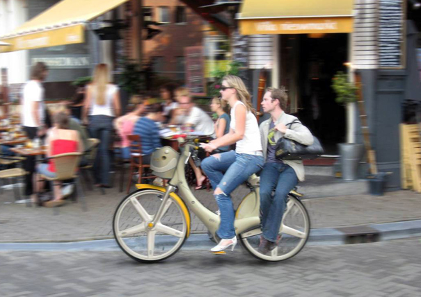 Izzy plastic city bike by Omer Sagiv
