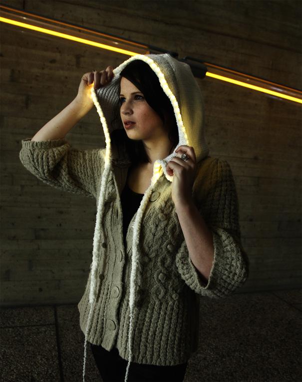 Skôn Interactive Lighting Vest by Paula Kassenaar and Paula Segura Meccia