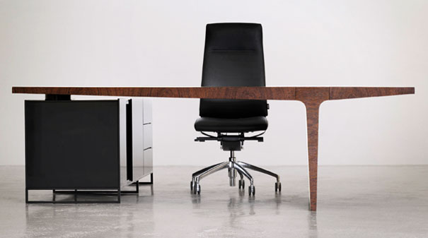 Level Office Table by AG Land 14