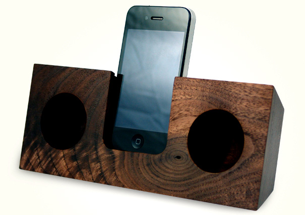 Wooden Amplifier for iPhone by Koostik