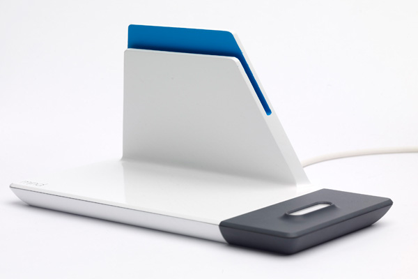 http://www.yankodesign.com/images/design_news/2011/08/04/tablet_dock9.jpg