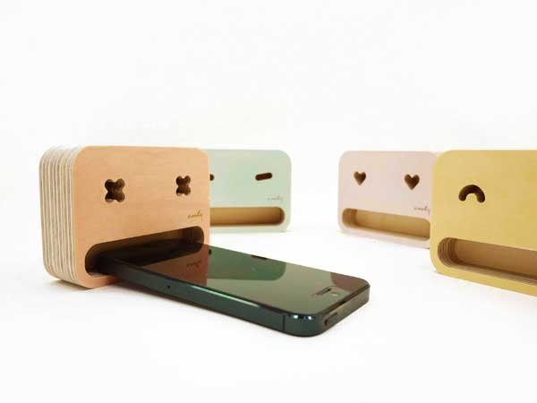 Angry Smartphone Stand by Younggun Cho