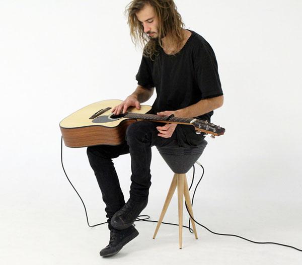 Стул для игры на гитаре