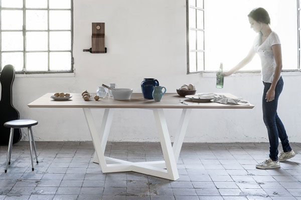 Dedalo- Table by Formabilio