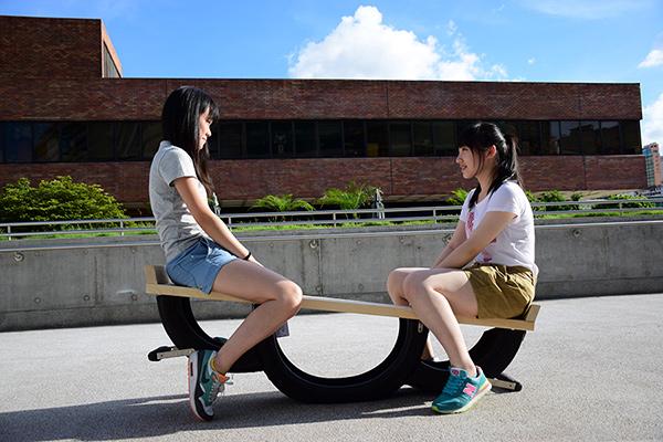Seesaw Bench by Cheung Lui, Hui King Pun ,Tai Yan Ying ,Wong Hiu Tung, & Kacama Design Lab
