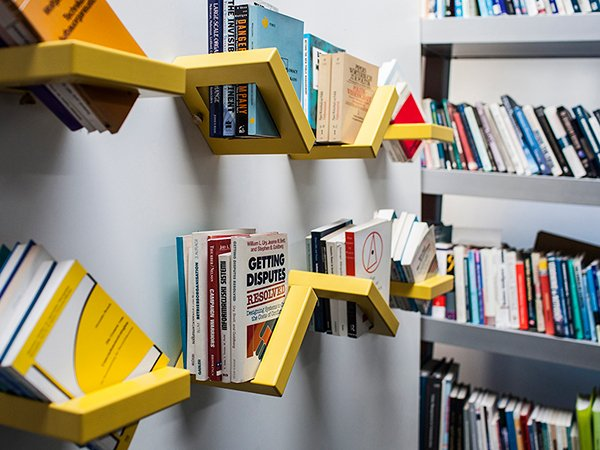 360 Shelf - Adjustable Shelving Display by Luka Pirnat