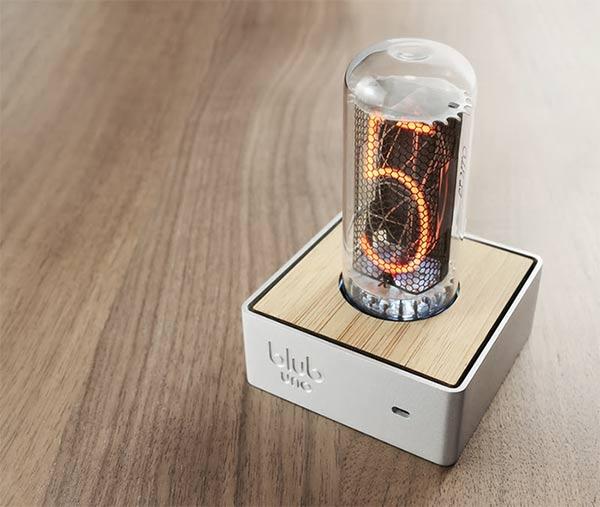 Blub Uno - Retro Tube Clock by Duncan Hellmers