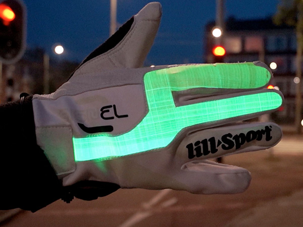 SIGNEL - Electroluminescent Signaling Glove for Urban Cycling by Sandra Chavarro