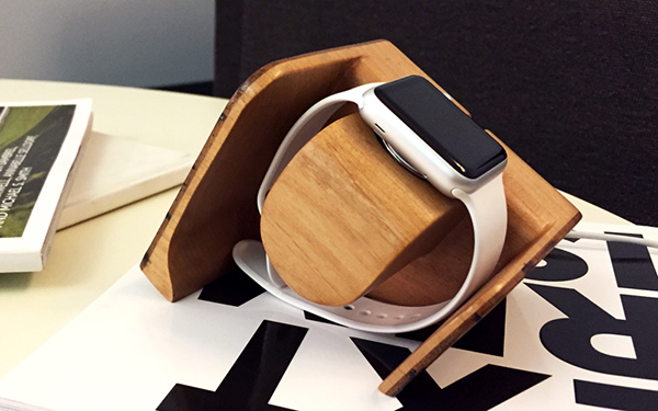 Tänään Charging Dock for Apple Watch by Darren Samuel