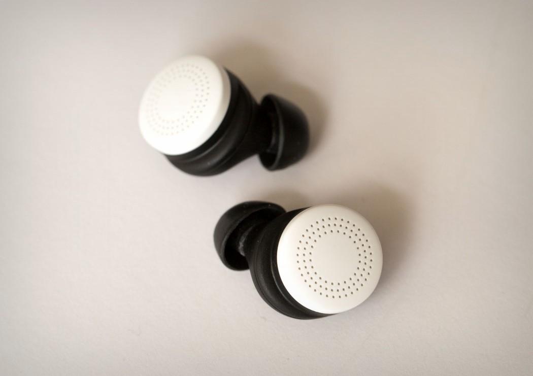 here_earphones_2