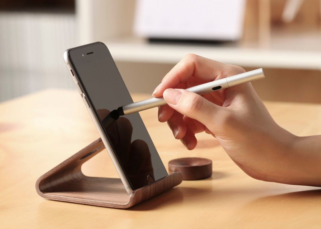 wood_2_smartphone_stand_6