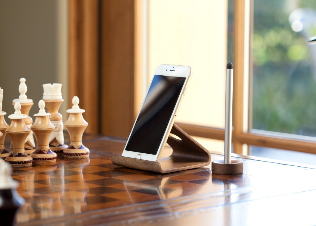 wood_2_smartphone_stand_7