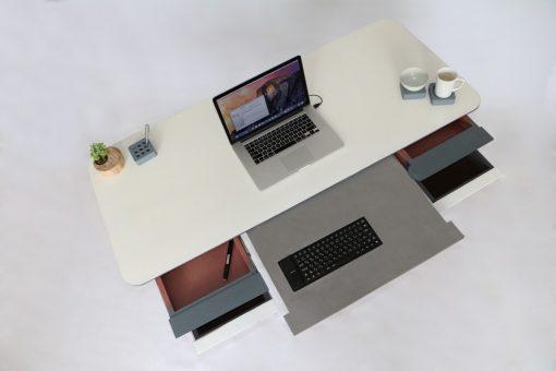 antro_desk_3