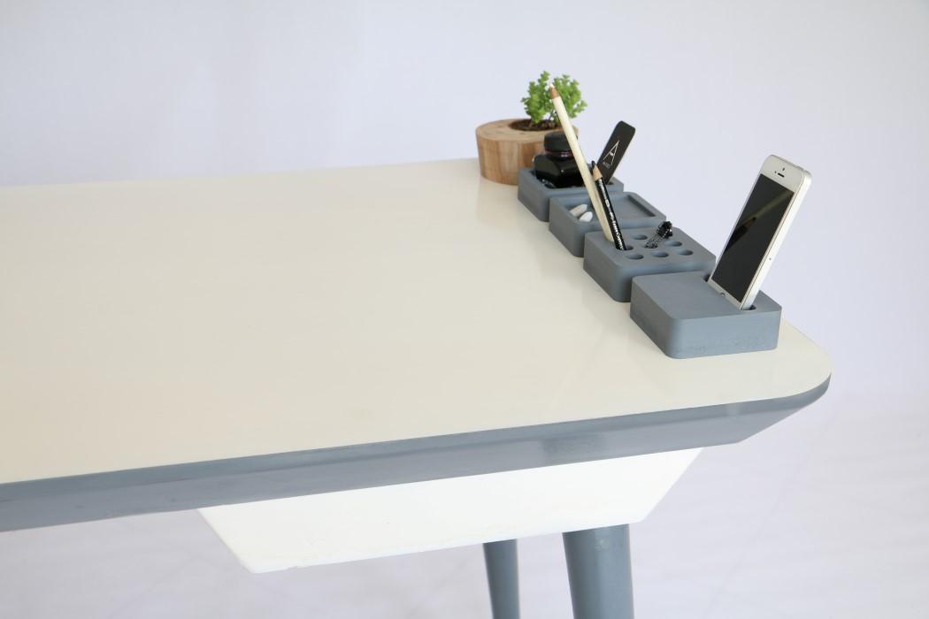 antro_desk_4