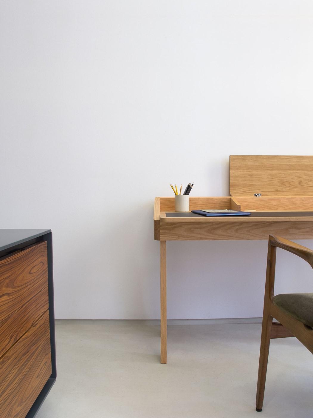 ten_desk_2