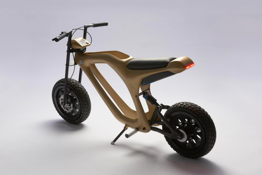 golden_moped_2