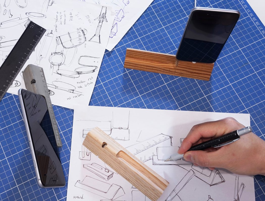 De-clutter Your Desk the Designer Way