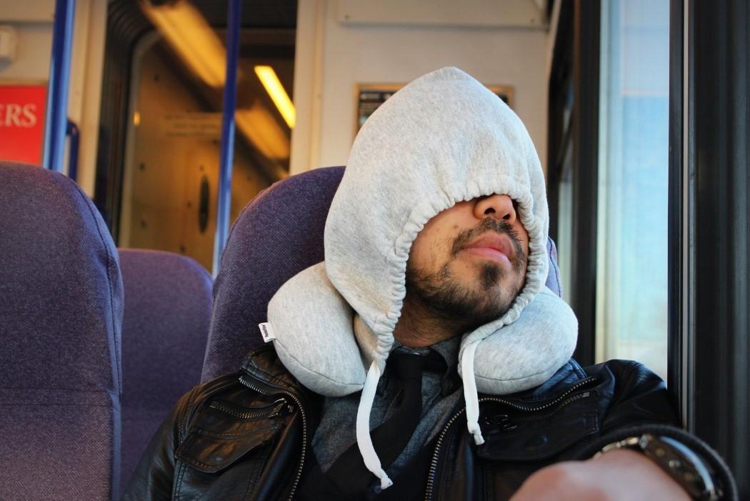 hoodie_pillow_travel_hoodie_2