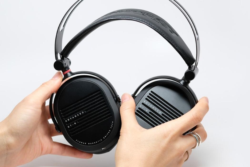 adv_gtr_headphones_cover