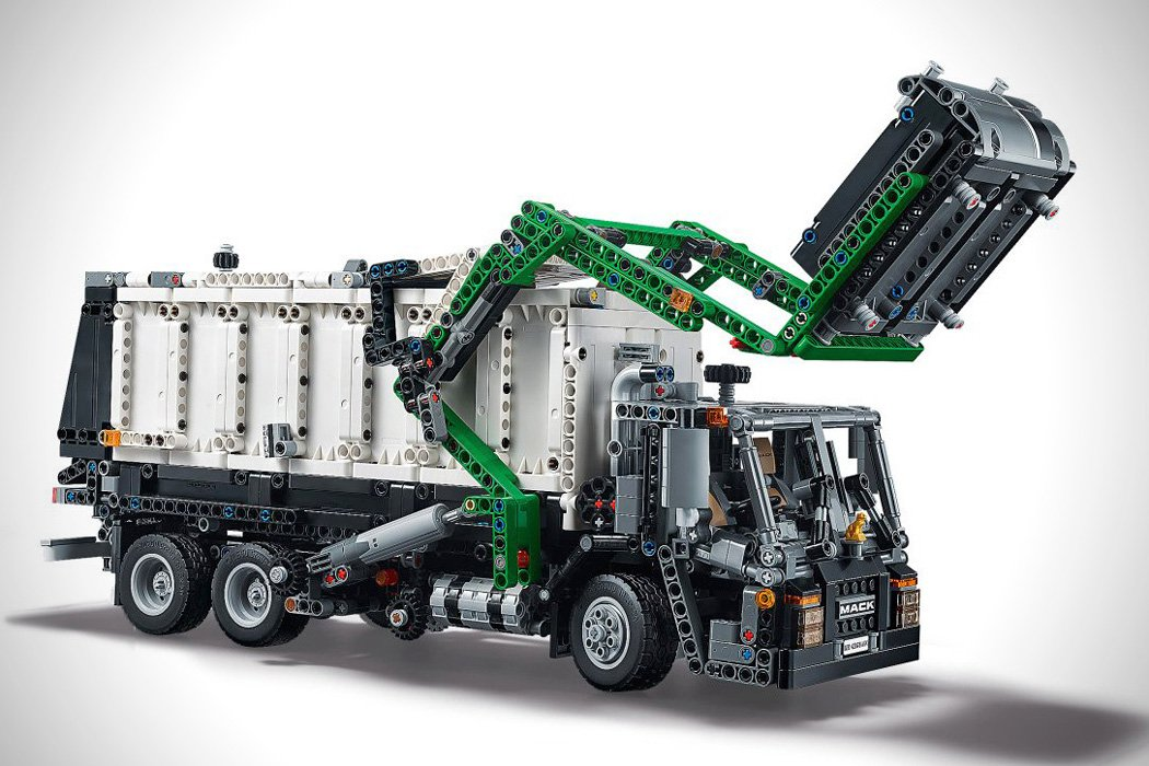 lego_technic_2_in_1_mack_truck_02