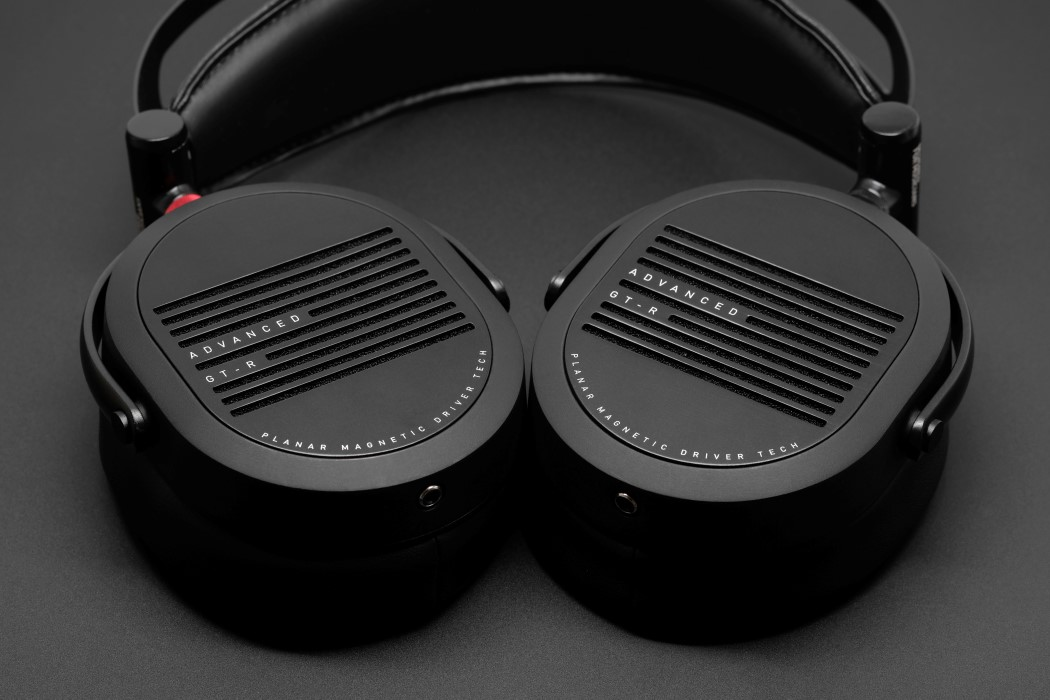adv_gtr_headphones_1
