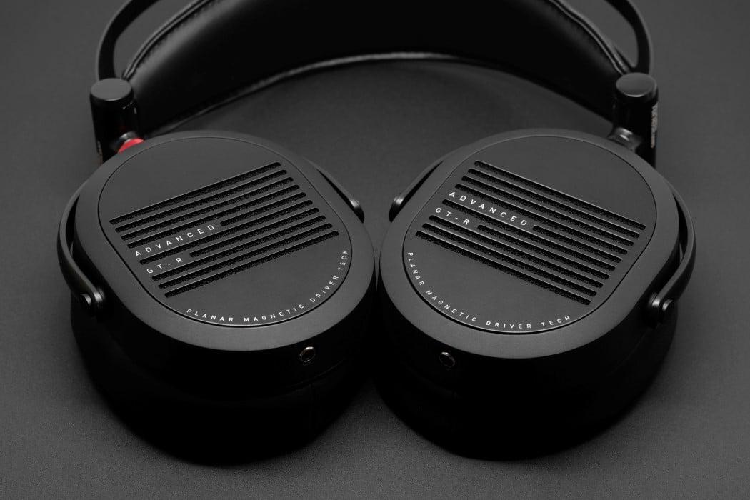 adv_gtr_headphones_1