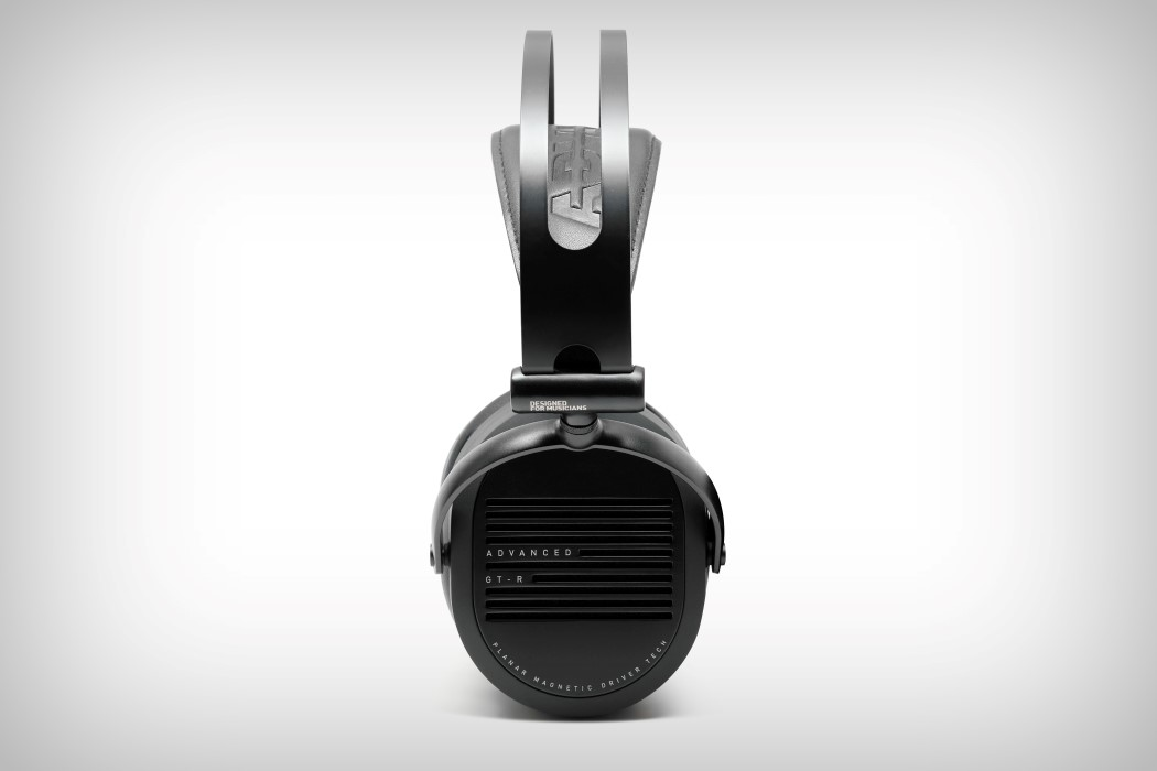 adv_gtr_headphones_10