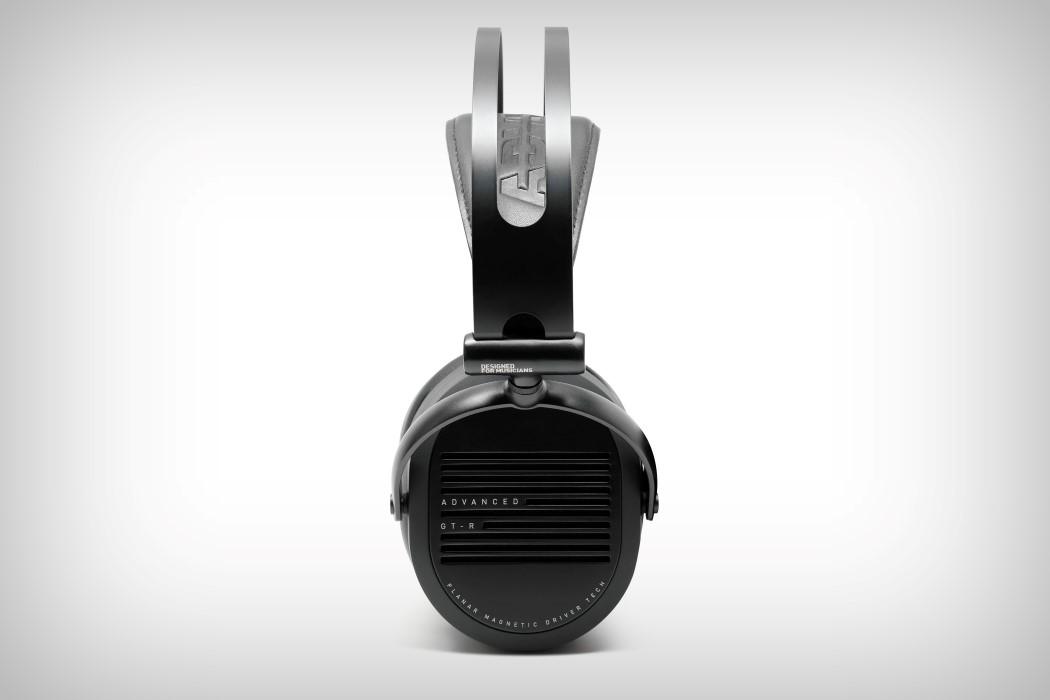 adv_gtr_headphones_10
