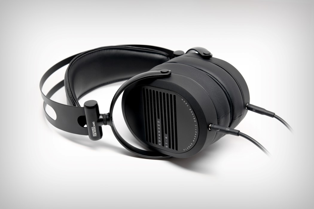 adv_gtr_headphones_11