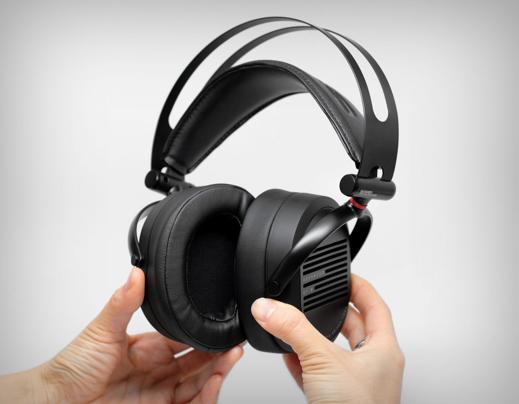adv_gtr_headphones_12