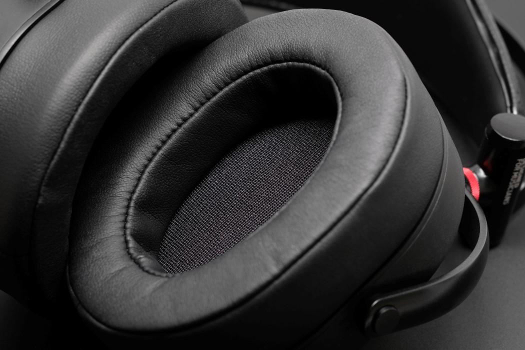 adv_gtr_headphones_7