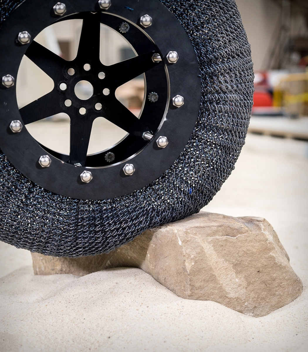 nasa_lunar_tire_01