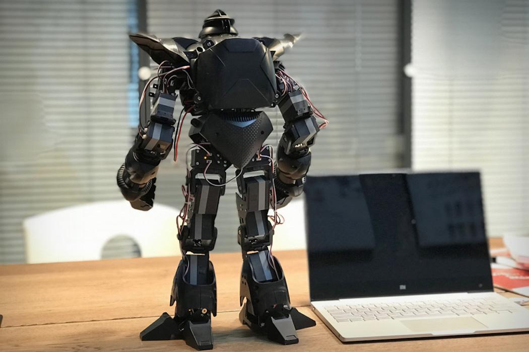 pilot_labs_zeus_battle_robot_01