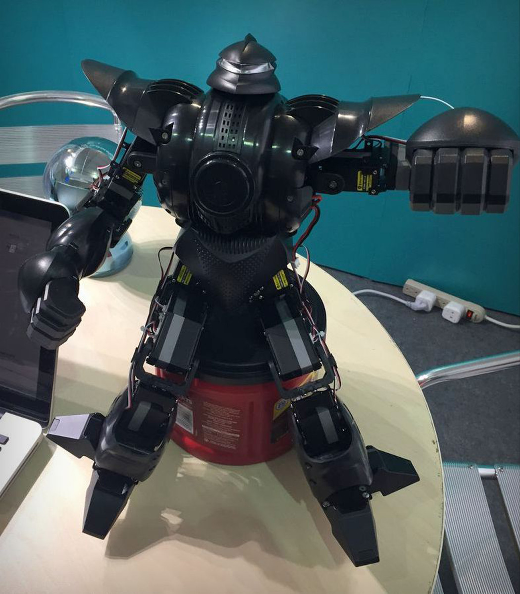 pilot_labs_zeus_battle_robot_04