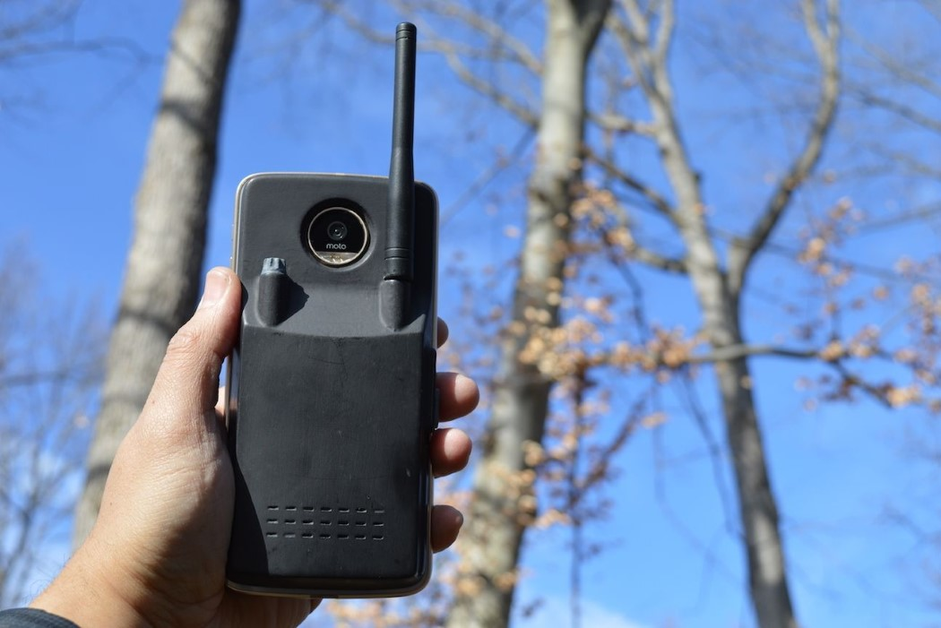 "Motorola's walkie-talkie mod lets you ""Hello Moto"" anywhere on earth"