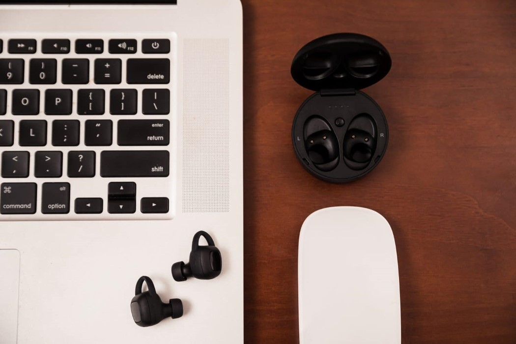 aria_earbuds_1