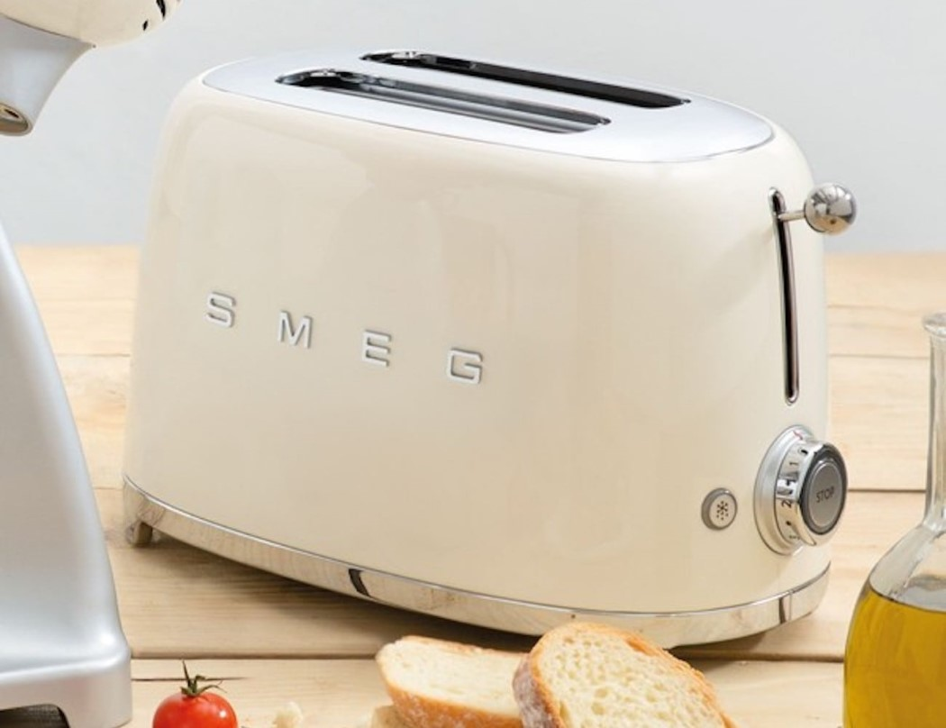 smeg s toaster is 100 retro glory yanko design. Black Bedroom Furniture Sets. Home Design Ideas