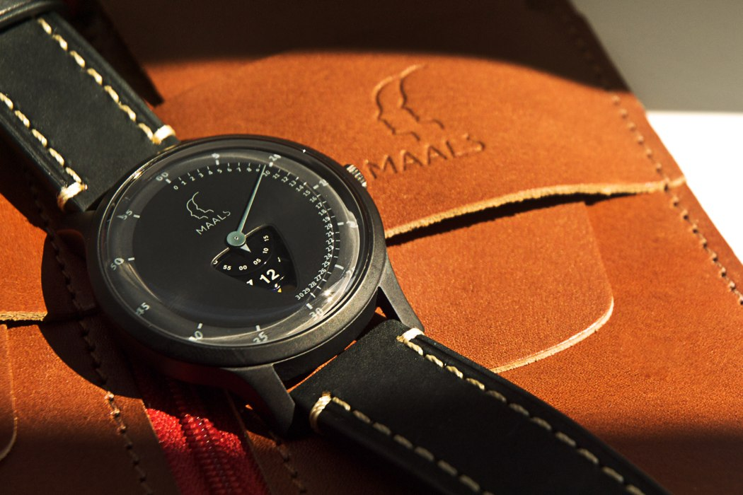 jump_over_the_moon_watch_08
