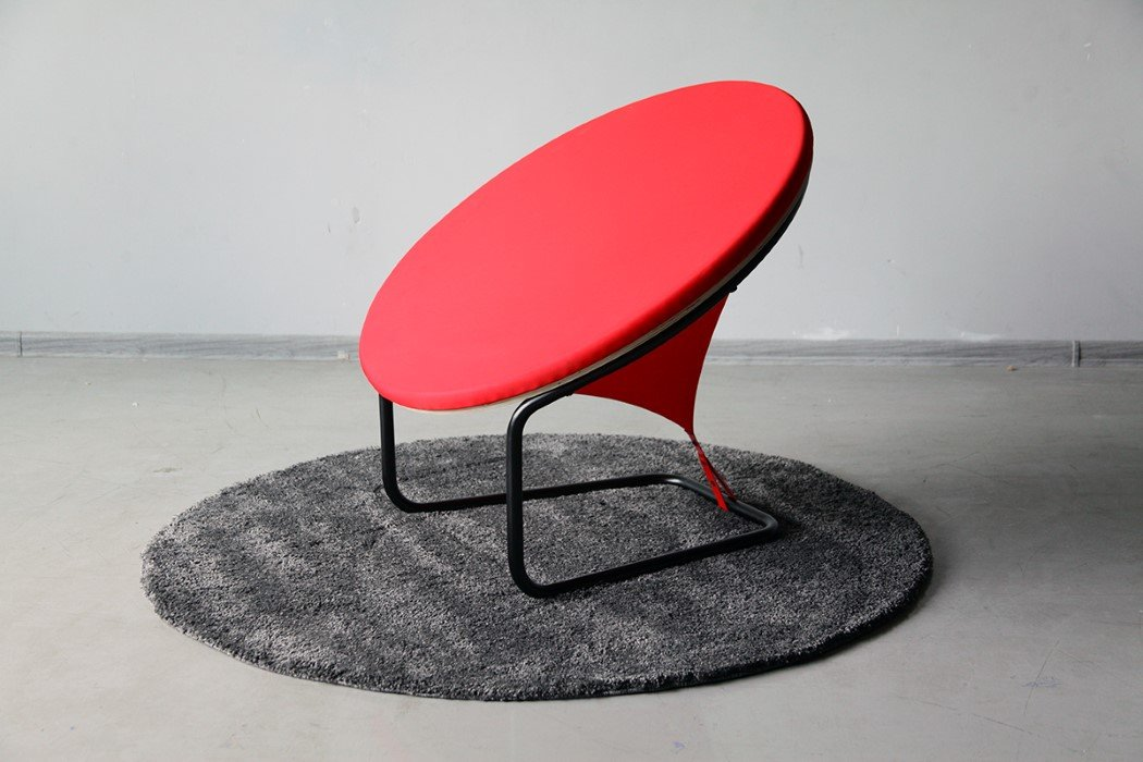 red_dot_chair_1
