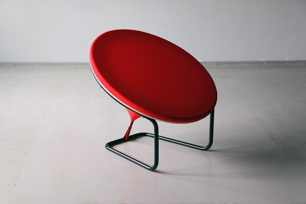 red_dot_chair_2