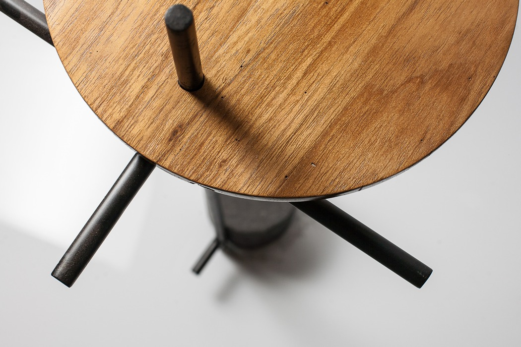 axes_side_table_03