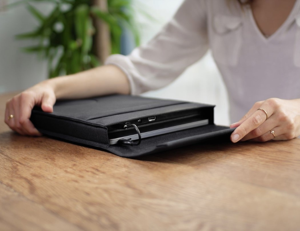 laer_laptop_charging_sleeve_5
