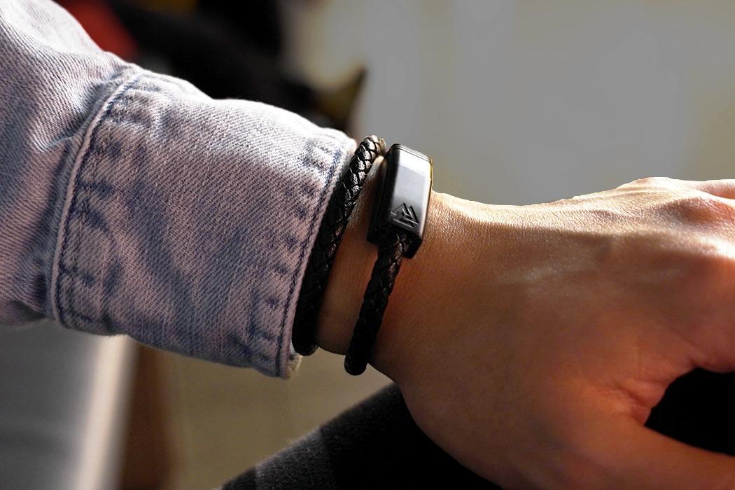 nils_charging_cable_bracelet_layout