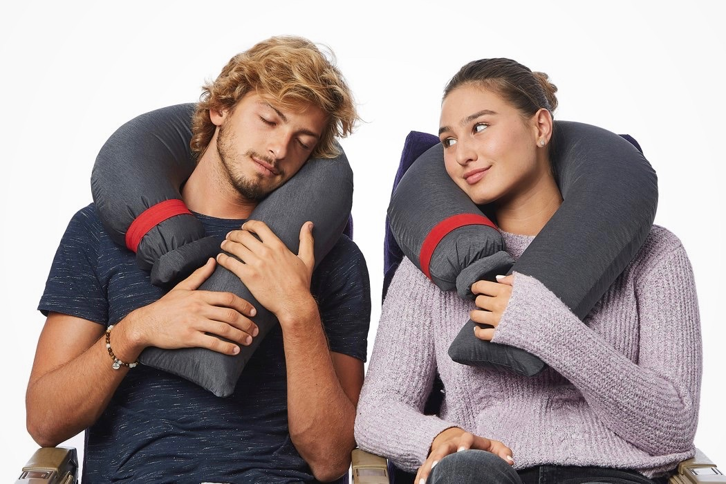 candycane_worlds_most_compact_travel_pillow_01