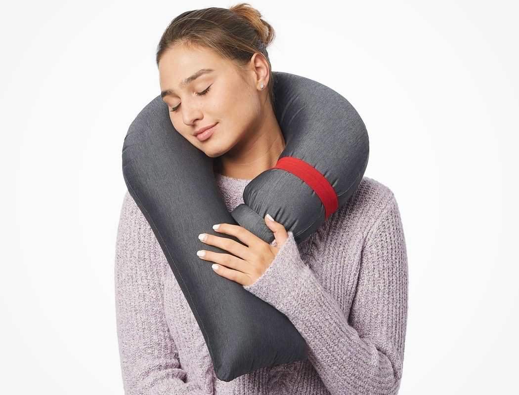 candycane_worlds_most_compact_travel_pillow_03